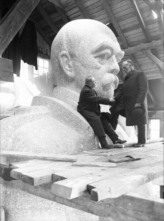Wilhelm Weimar, Kopf des Bismarck mit den Ingenieuren Strieder und Klemann, 1906