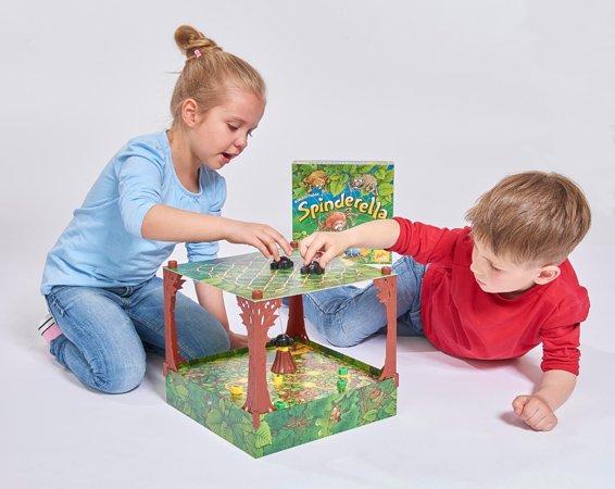 Spinderella beim Spielen
