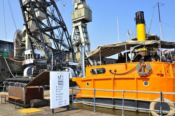 Sauger IV und Pontonanlage im Hafenmuseum