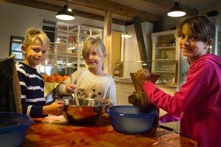 Hofvergnügen in Wennerstorf - gemeinsam basteln, backen und werken