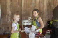 Kinder kochen beim Sommerspaß