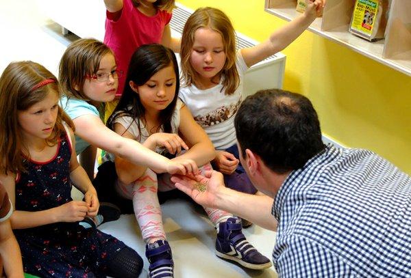 Kinder in der Ausstellung