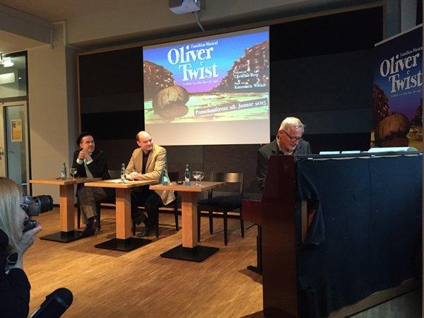 K. Wecker bei einer Kostprobe von Oliver Twist